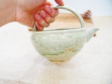 画像2: 灰釉 手付酒注 【甲和焼 芝窯】 (2)