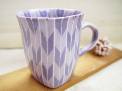 画像1: 練込矢羽根文マグカップ (紫)  【甲和焼 芝窯】 (1)