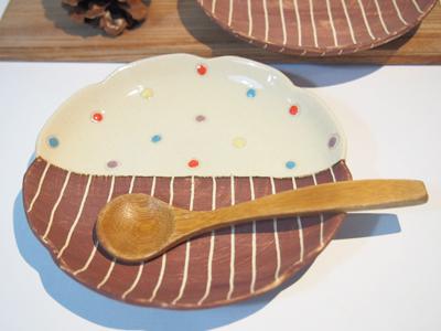 画像1: ハーフ&マルチドット 輪花取り皿 (こげ茶) 【nicorico】 (1)