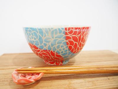 画像1: 紋花彩泥掻落 ごはん茶碗 (赤×水色) 【nicorico】 (1)