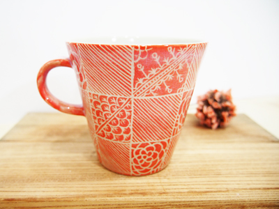 画像1: 紋花彩泥掻落 マグカップ(赤) 【nicorico】 (1)