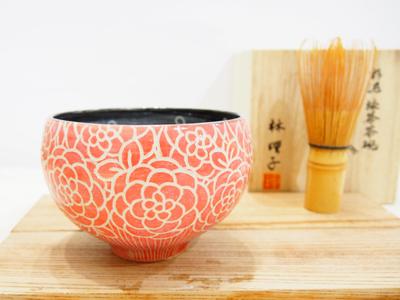 画像1: 紋花彩泥掻落 抹茶茶碗 (赤/黒) 【nicorico】 (1)