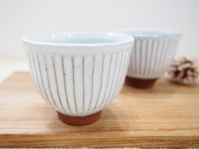 画像1: 甲和土白釉 ぐい吞み【甲和焼 芝窯】 (1)