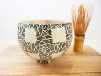 画像1: 紋花彩泥掻落チェック 抹茶茶碗 (深緑) 【nicorico】 (1)