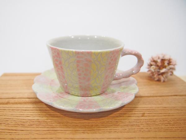 画像1: 紋花彩泥掻落 デミタスカップ(ピンク×ライムイエロー) 【nicorico】 (1)