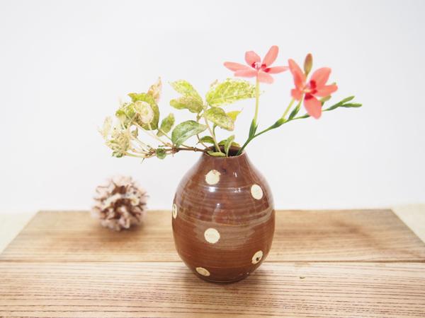 画像1: チョコレート色のドット ちびっこ花器 【nicorico】 (1)