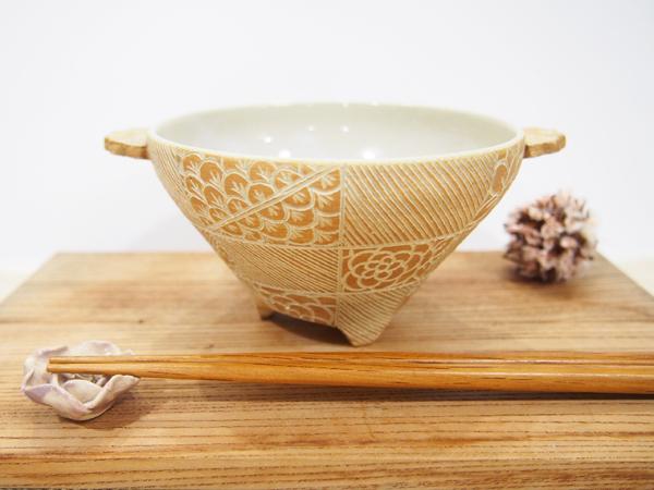 画像1: 紋花彩泥掻落焼〆 線文三つ足小鉢(茶) 【nicorico】 (1)