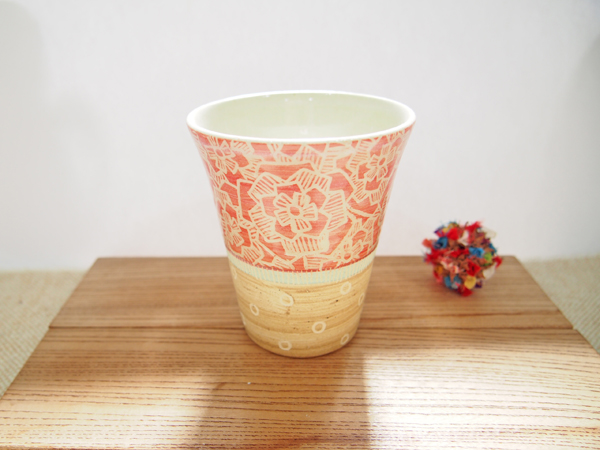 画像1: 紋花彩泥掻落 ビアカップ(赤×薄茶) 【nicorico】 (1)