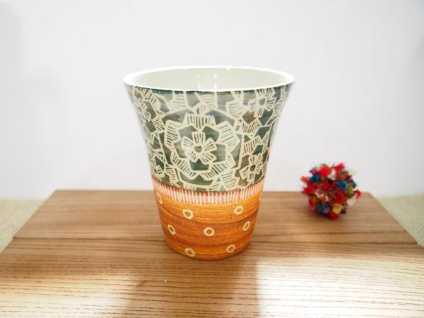 画像1: 紋花彩泥掻落 ビアカップ(緑×茶) 【nicorico】 (1)