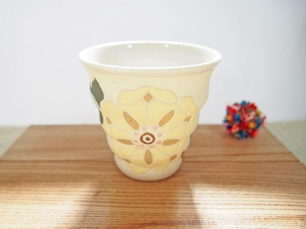 画像1: 紋花彩泥焼〆 naminami cup(大きな花・アイボリー)2 【nicorico】 (1)