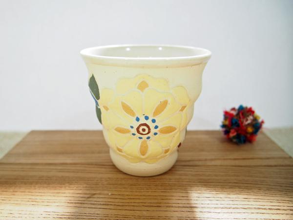 画像1: 紋花彩泥焼〆 naminami cup(大きな花・アイボリー)1 【nicorico】 (1)