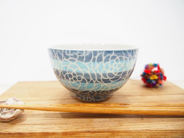 画像1: 紋花彩泥掻落ボーダー ごはん茶碗 (青×水色)【nicorico】 (1)