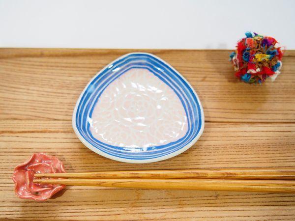 画像1: 紋花彩泥掻落縁取り 三角豆鉢(ピンク×青) 【nicorico】 (1)