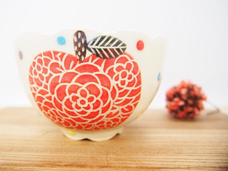 画像1: 赤りんご 輪花茶碗・小鉢 【nicorico】 (1)